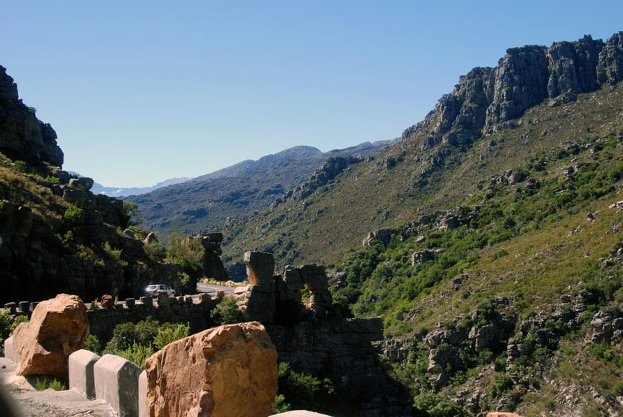The Bain's Kloof following the course of the Witte River through a landscape 'repulsive and savagely grand.'