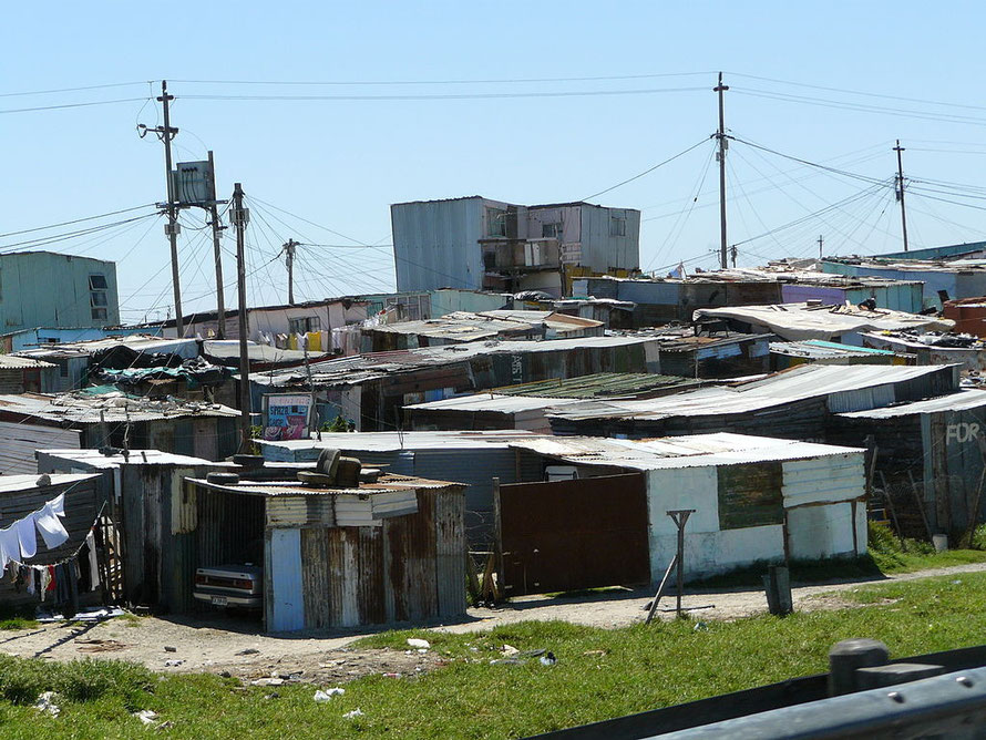 Informal settlement on the N2 into Cape Town (Photo: Chell Hill)