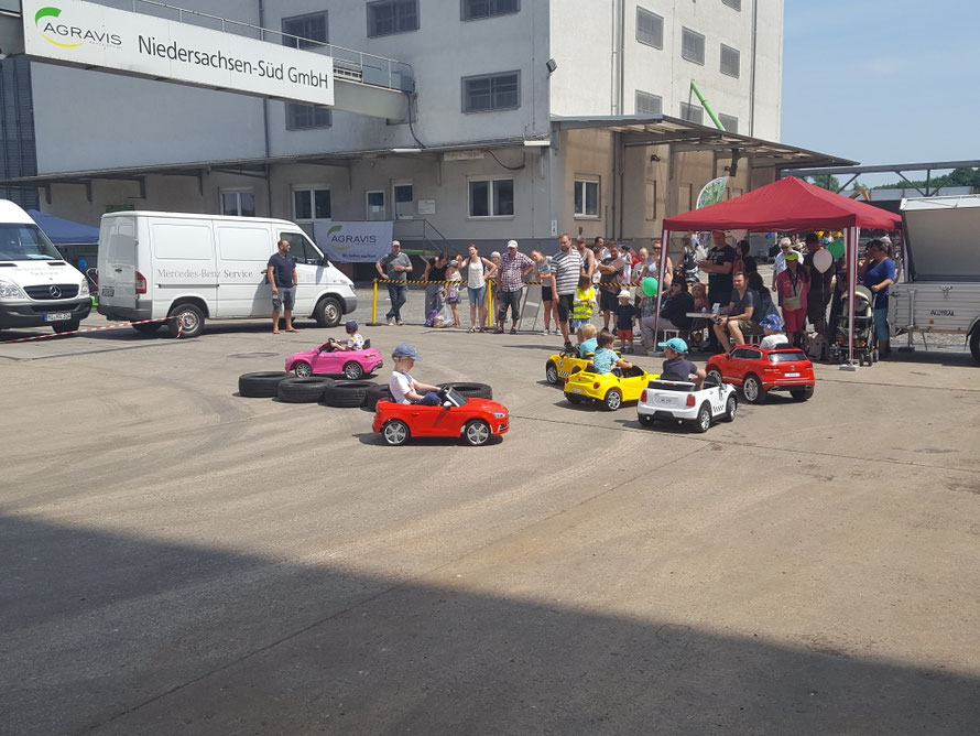 Vermietung/Kinderauto´s/Kinder Elektroauto´s/Kinderauto/Kinder Elektroauto/Kinderautos/Kinder Elektroautos/Kinder Fahrzeuge/