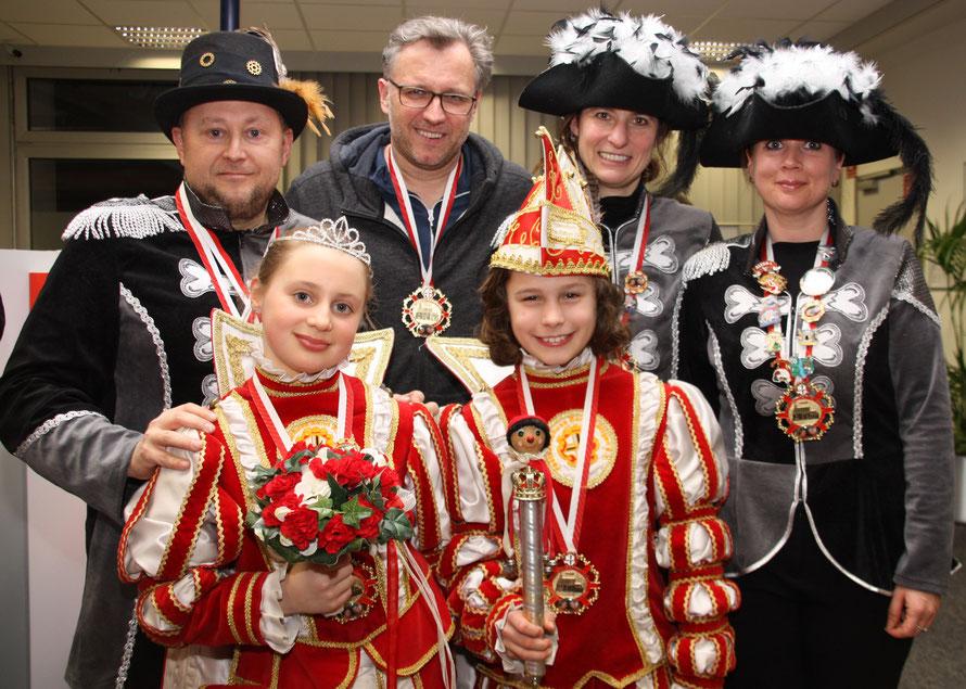 Prinz Johann I. und Prinzessin Luisa I. mit ihren Eltern: Michael Balzer, Stefn Zimmermann, Saskia Zimmermann, Patrizia Stern (von li. nach re.)