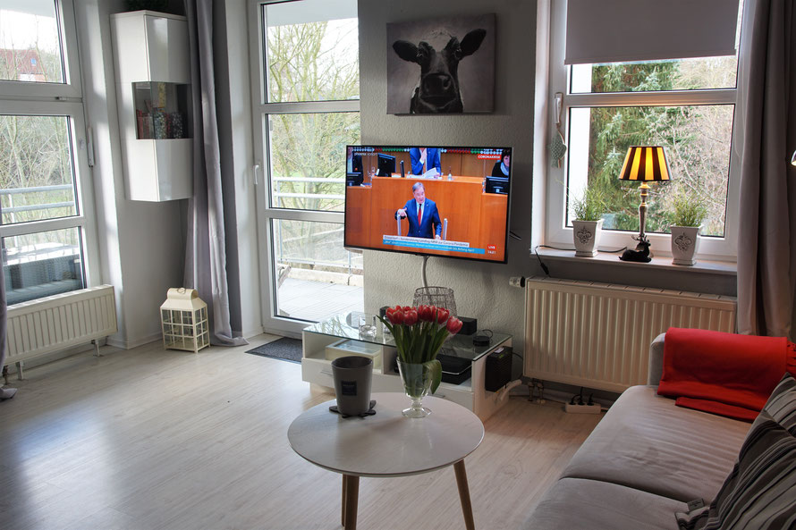 Ein großes und vor allem sehr helles Wohnzimmer erwartet Sie