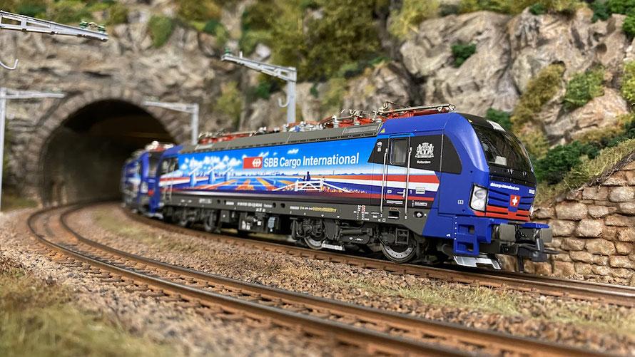 """Die BR193 525 """"Rotterdam"""" von SBB Cargo International (Hersteller: Roco)"""
