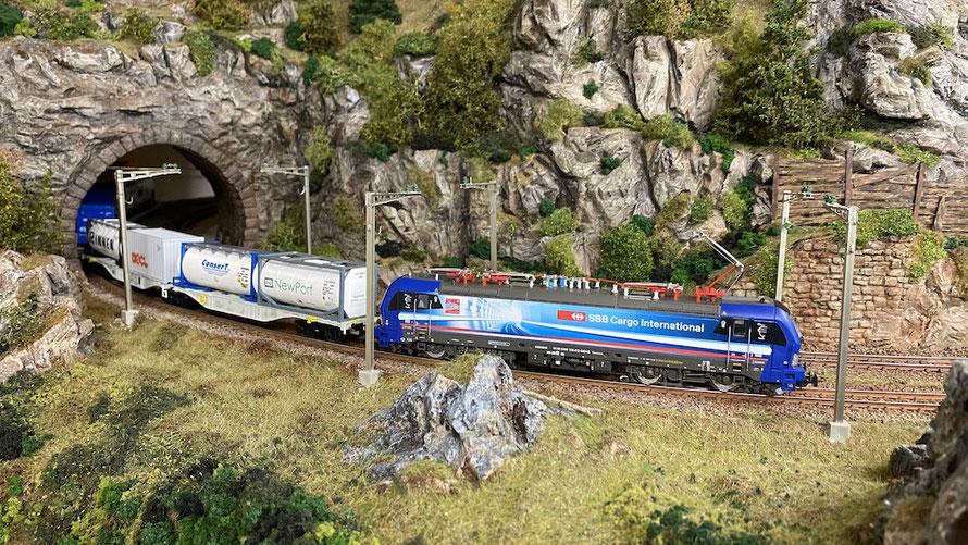 """Berichte über meine Modelleisenbahnanlage (Thema: Gotthard und Lötschberg-Simplon) - BR193 """"Ticino"""" von SBB Cargo International (Hersteller: Piko, 59099)"""