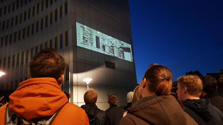 A Wall is a Screen Hamburg Kurzfilmfestival Euler Hermes Kurzfilme Häuserwände Stadtführung Freizeit Microadventure Alltagsabenteuer Alltagsabenteurer