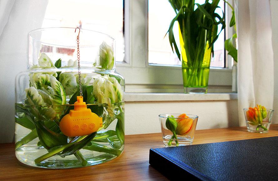Urban Jungle Bloggers Plants Pflanzen U-Boot Tee-Ei Tulpen Alltagsabenteurer Alltagsabenteuer Schreibtisch