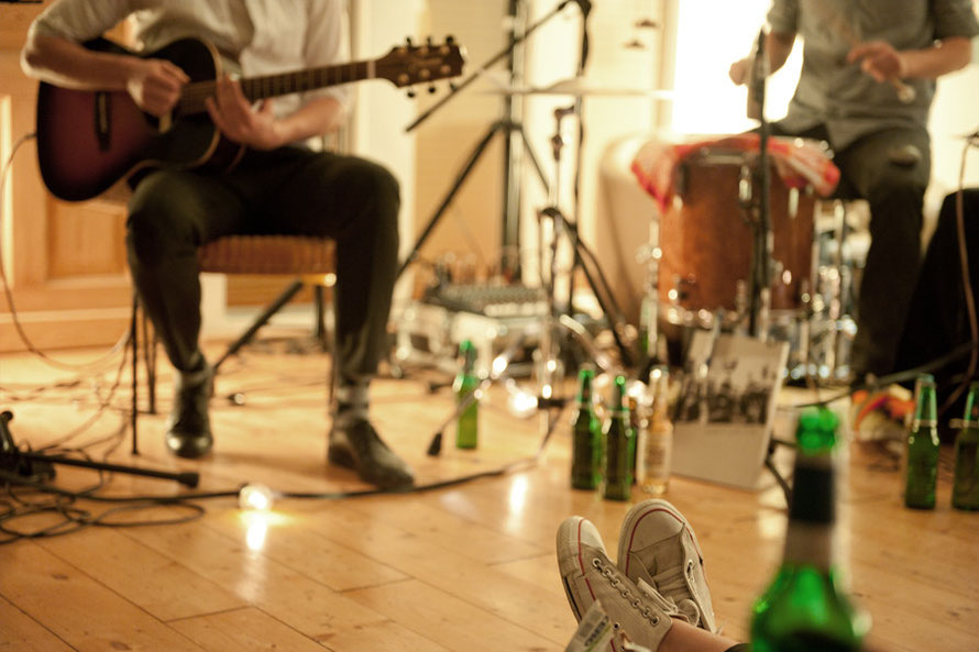 Alltagsabenteurer Alltagsabenteuer sofaconcerts Sofakonzerte Sofa Konzerte Freunde Musik Bands Freizeit Couch
