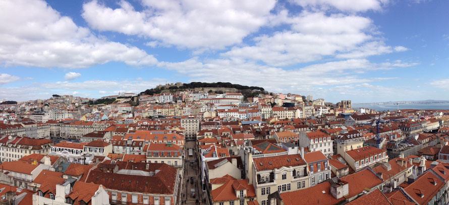 Alltagsabenteurer Alltagsabenteuer Dächer Dach sitzen über den Dächern Hamburg Hafen Kräne rooftop Lissabon