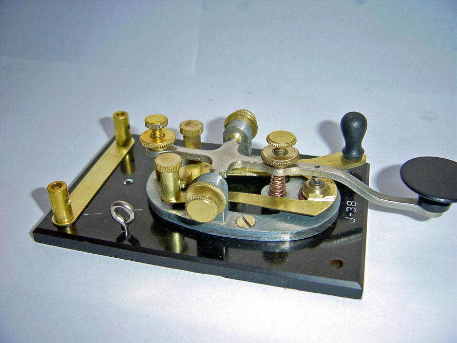 J-38 Key Signal Corps. Made by American Radio Hardware Co Inc. New York.