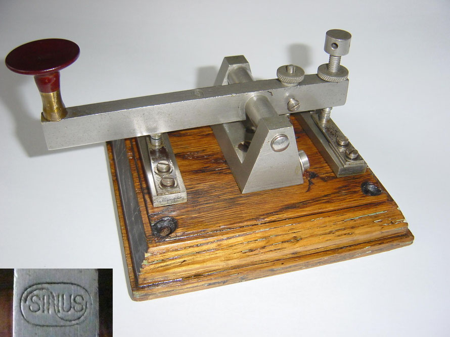 Telegraph Key. Soundless key. Made by Sinus Zeist.  Firma Ridderhof en van Dijk. Sirca 1920.