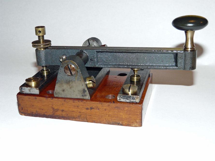 Morsetaste. Cast iron key. With brass contact