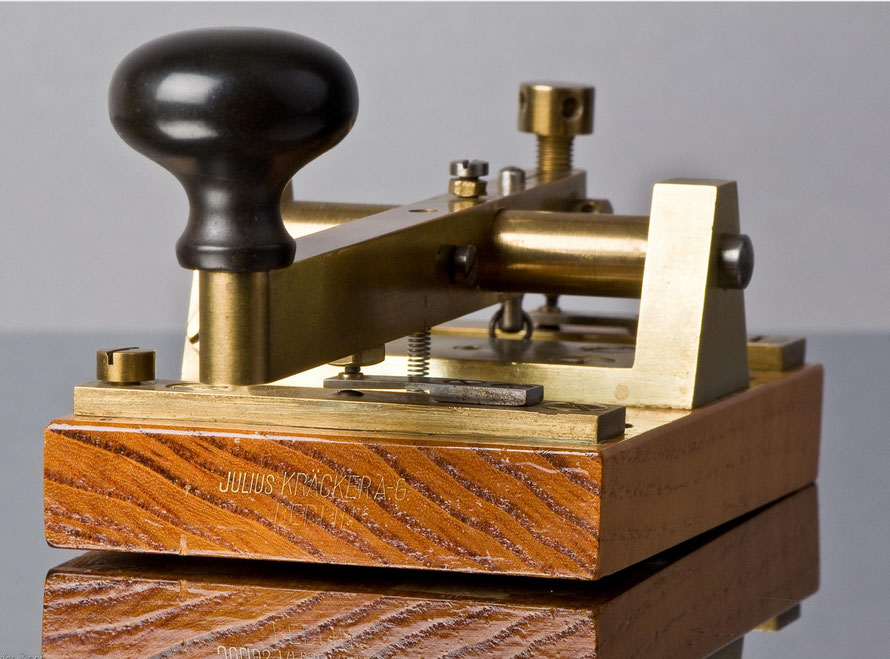 German - Telegraph key. Made by Julius Kracker A-G Berlijn. With two springs.