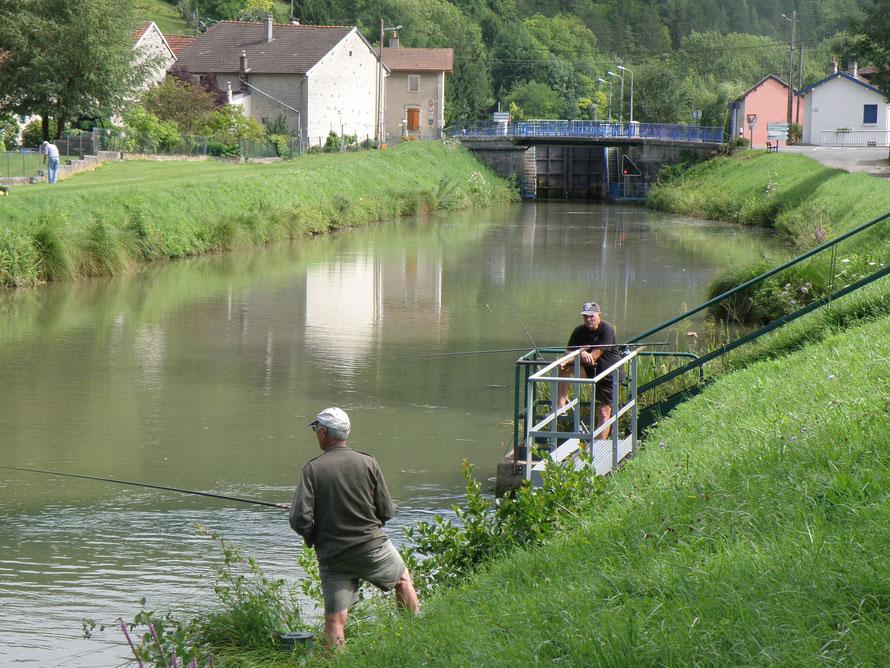 """Pêcheurs au canal """"Entre Champagne et Bourgogne"""""""