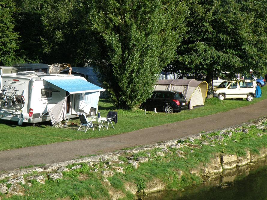 """Le camping municipal """"Les Rives de Marne"""" est un des fleurons du village."""