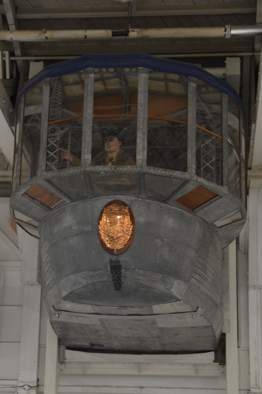 Kommandostand eines Luftschiffes