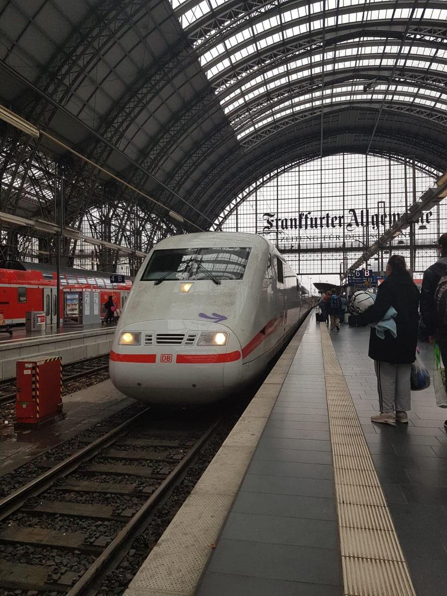 Ankunft in Frankfurt - 20 Minuten verspätung: Tina wartet schon :-)
