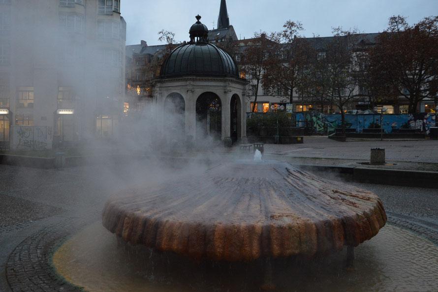Wiesbaden ist Kurstadt und es hat warme Thermen (gegen Abend hat es dann doch mal aufgehört zu regnen.