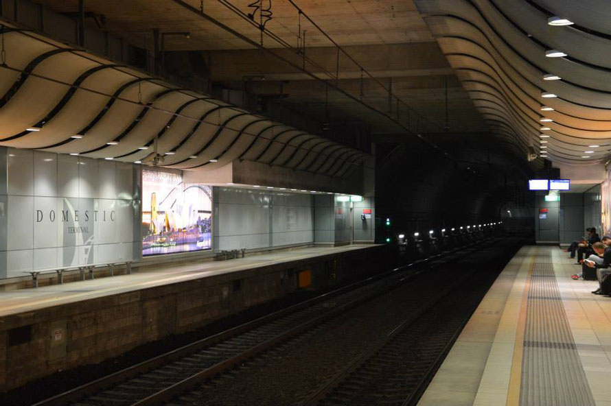 Warten auf die U-Bahn in Sydney