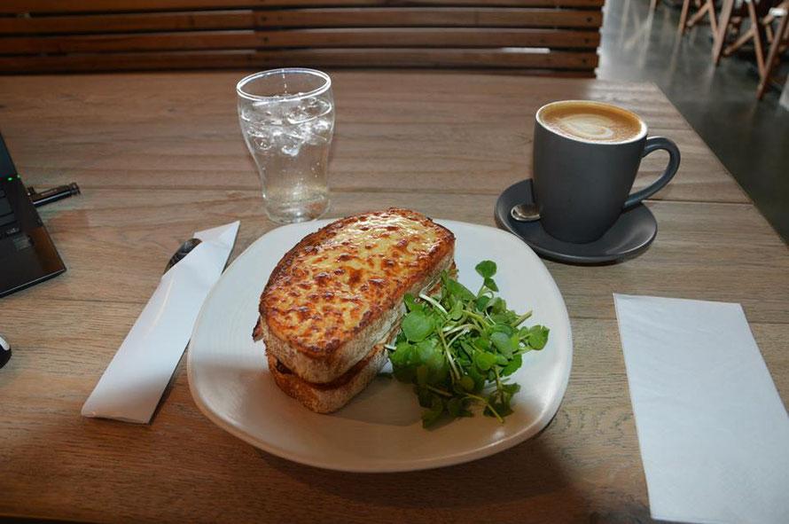 Da ich fürs Frühstück im B+B leider zu spät aufgestanden bin, gabs dann einen Croque Monsieur am Brisbane River.