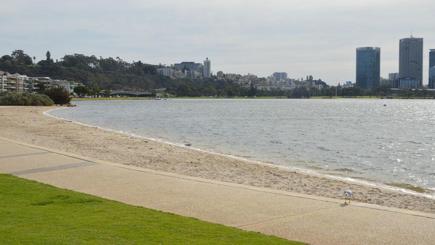 Die Uferpromenade lädt zum spazieren und Velofahren ein