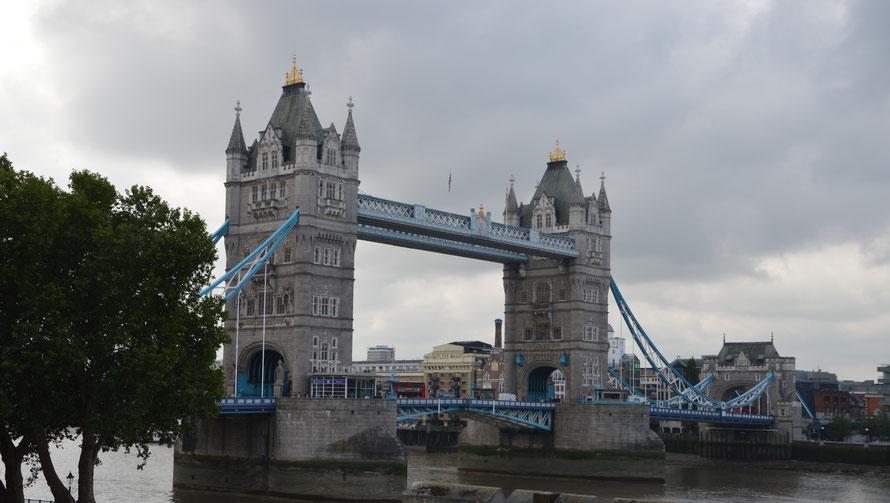 Blick vom Tower auf die Tower Bridge