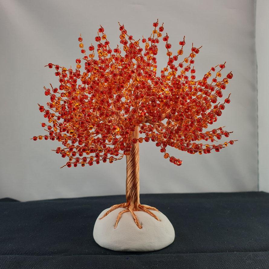 Susi: Heller Kuper mit roten und orangen Perlen