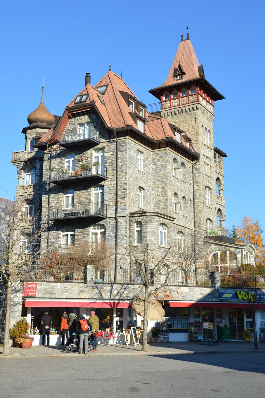 In diesem Tollen Gebäude befindet sich der Volg Laden von Flims Waldhaus :-)