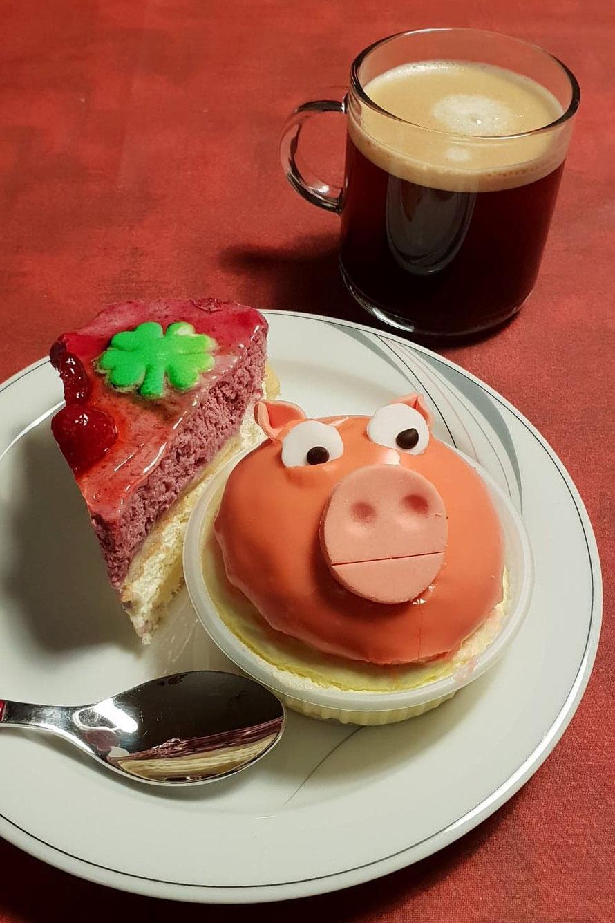Es hat mich so angeschielt - konnte das Schweinchen fast nicht essen :-)