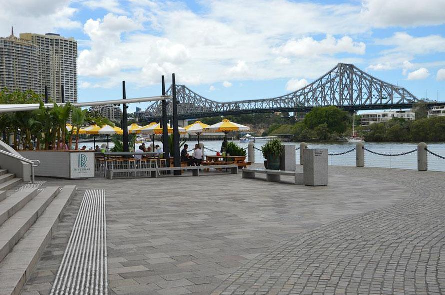 Das wäre besagte Riverbar. Im Hintergrund sieht man die Story Brigde - erbaut vom selben Kontrukteur der die Harbour Brigde in Sydney konstruiert hat.