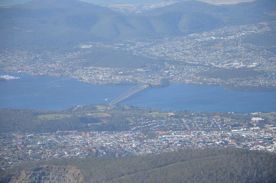 Die Tasman-Brigde - die überquert man, wenn man vom Flughafen her nach Hobart reinfahren will - war eine sehr eindrückliche Fahrt.