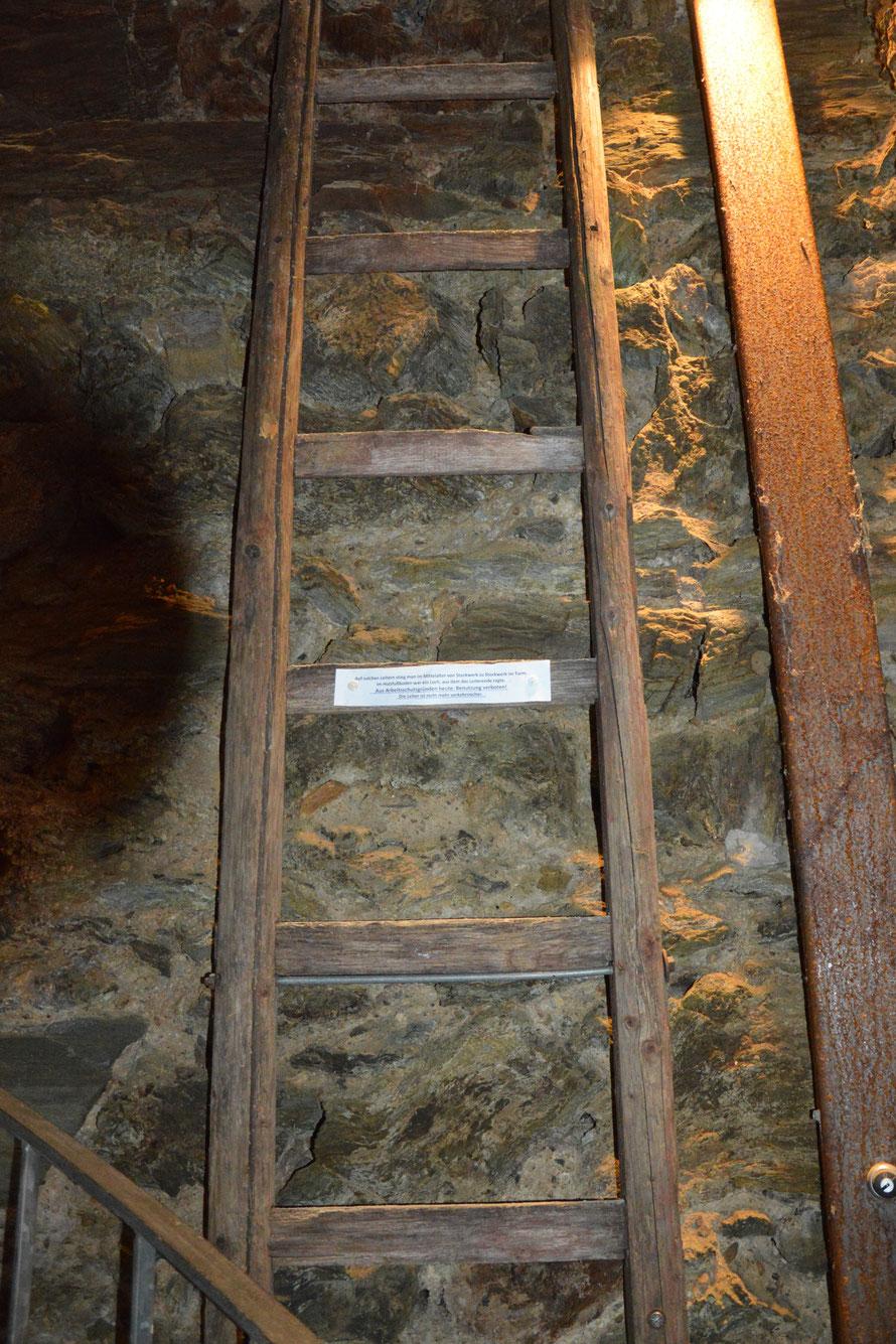 Früher gab es den Turm hoch keine Wendeltreppe sondern diese Leiter :-)