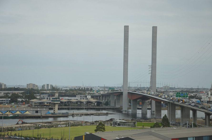 Über die Brücke bin ich heute unter anderem gefahren :-)