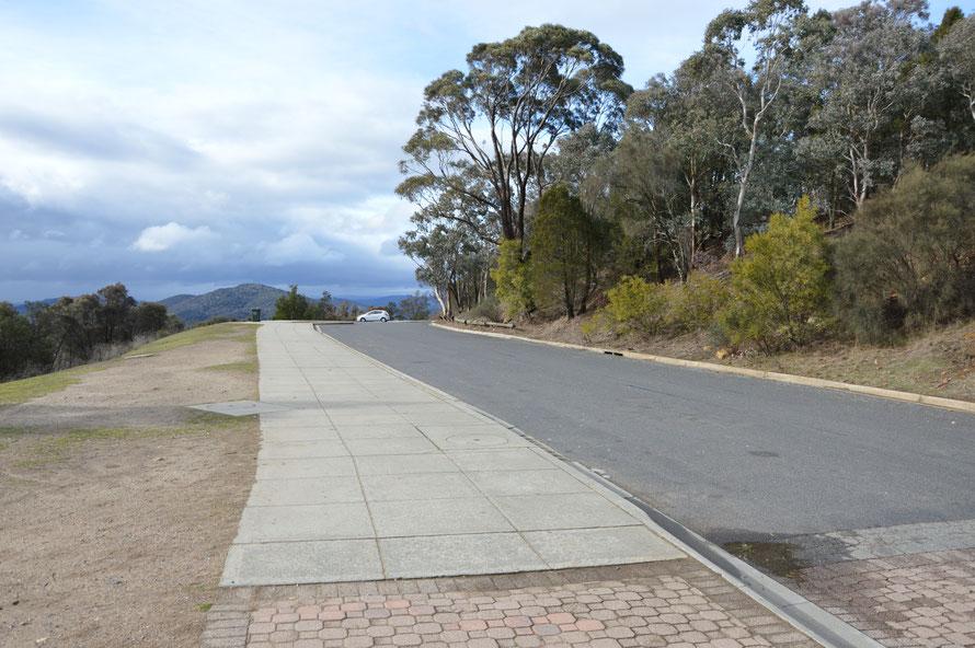 Mein Auto und mein Privatparkplatz auf dem Mount Ainslie :-)