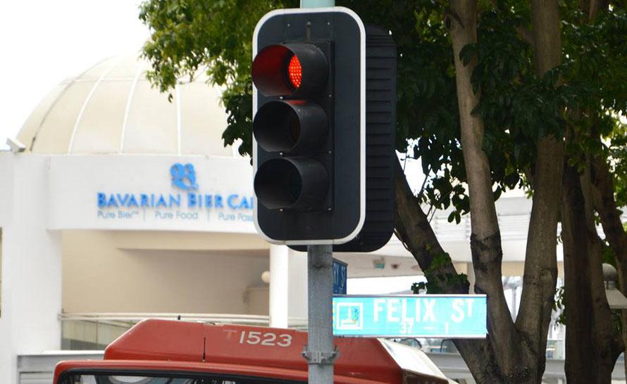 In Brisbane gibts eine Strasse mit Deinem Namen. Unten rechts an der Ampel, man sieht es nicht so gut weil es reflektiert. Mein Fotoapparat meinte es sei zu dunkel.
