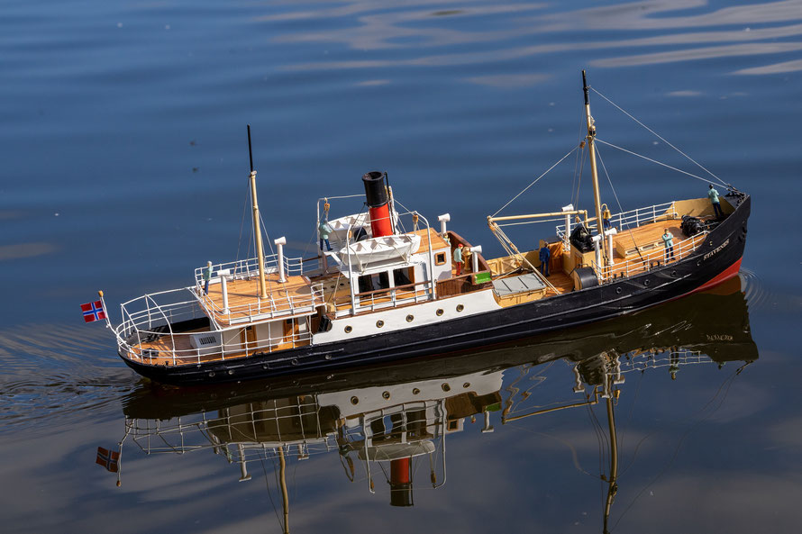 Der Bau des Modells hat viel Spaß gemacht und auf dem Wasser ist es ein Hingucker.