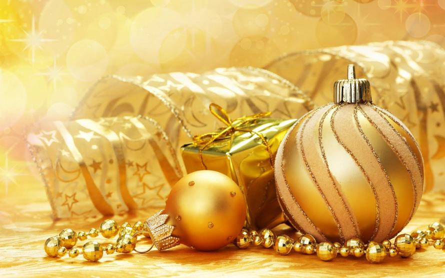 esferas y decoración navidad dorada