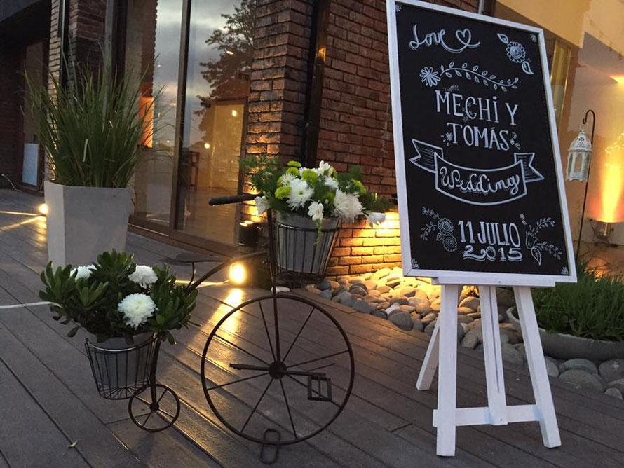 pizarrón negro para bodas