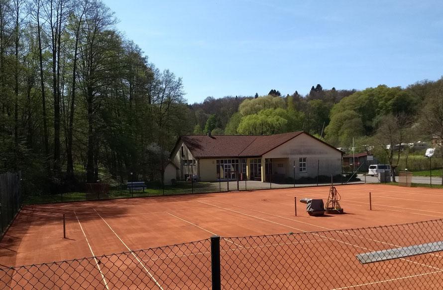Tennisanlage mit 2 Sandplätzen