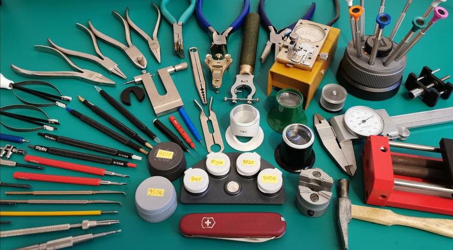 Ein paar Beispiele für typische Uhrmacherwerkzeuge.