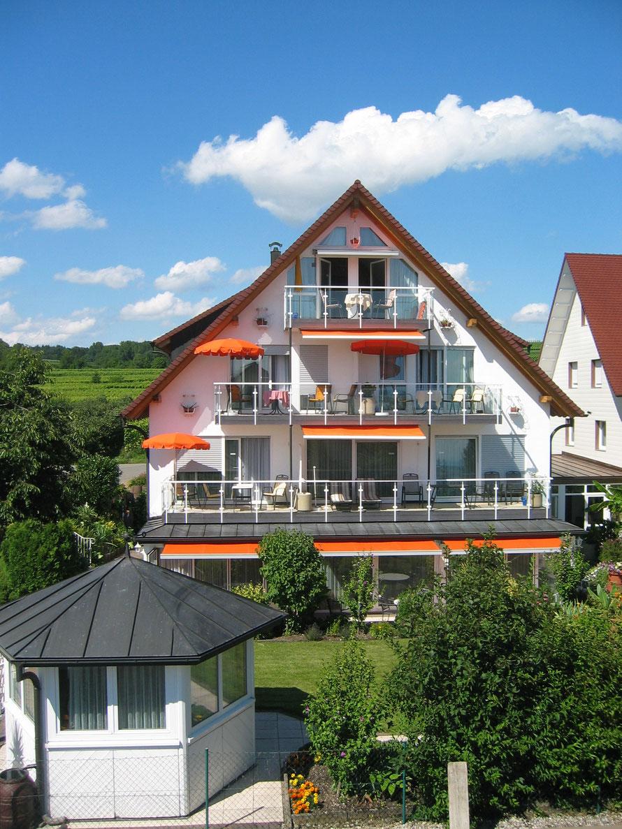 Bild: Ferienwohnungen in Hagnau am Bodensee mit Traumseeblick.