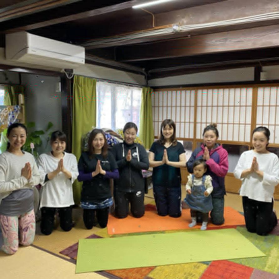 大分県宇佐市出身の鈴木ミキ先生によるママのためのセルフメンテナンスヨガ教室が1月8日