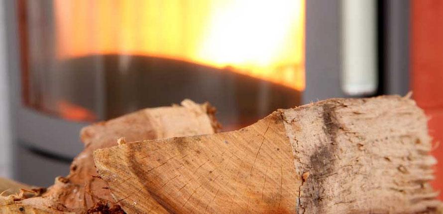 gemütliches Feuer im Zimmerofen