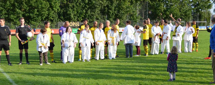 Behinderten-Auswahl und Traditionself des BVB Borussia Dortmund