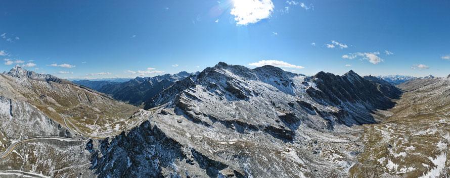 Vue depuis le col d'Agnel (en bas à gauche)