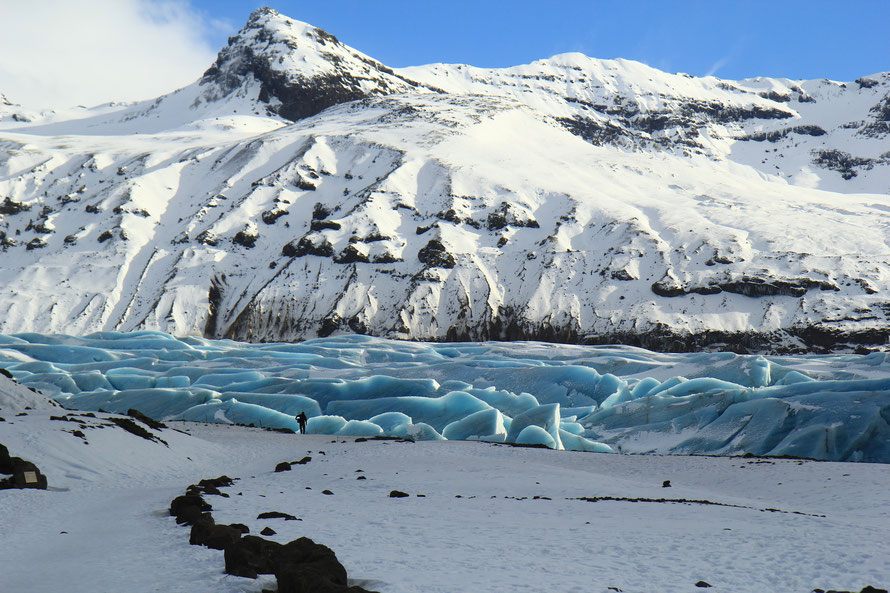 Svinafellsjökull et ses arêtes glaciaires translucides