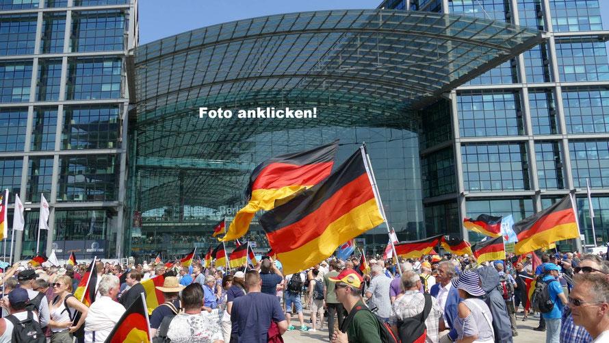 Eine Fotostrecke zur AfD Demo Berlin 2018