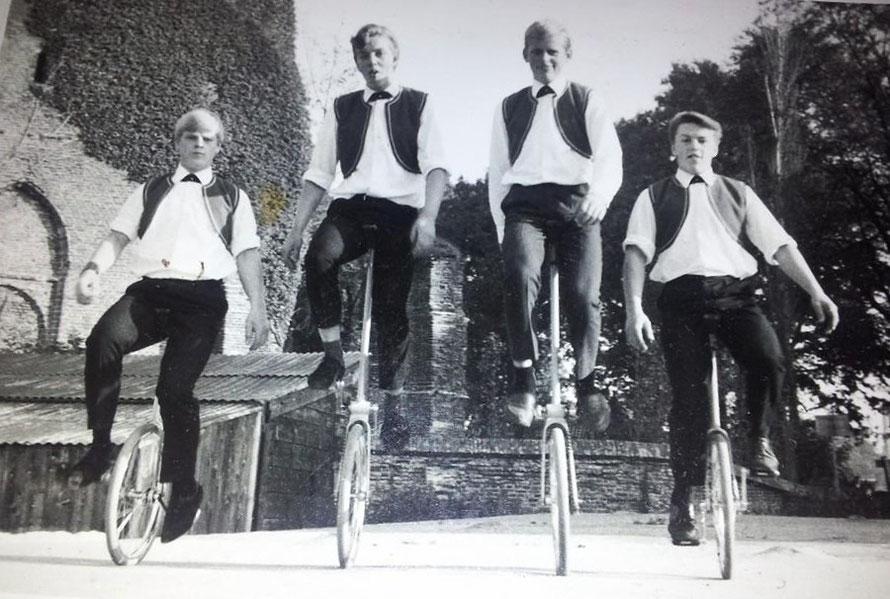 'The Four Stanleys', met Nico van der Horst als 2e van links (jaar onbekend).