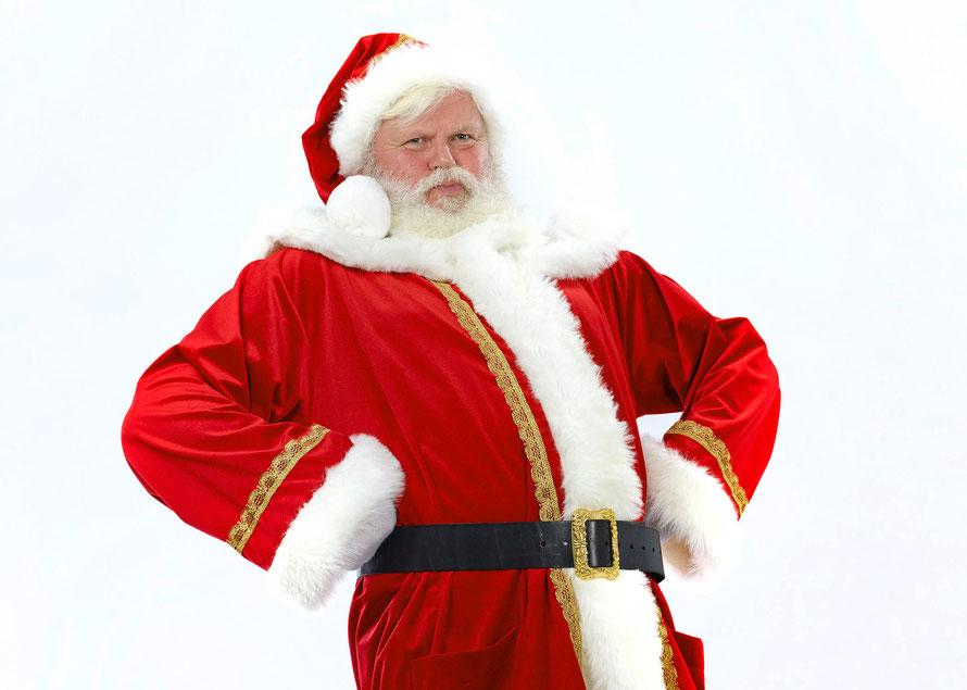 Der Berliner Weihnachtsmann Santa Klaus mit echtem Bart und Weihnachtsmannkostüm. Sie können ihn buchen.