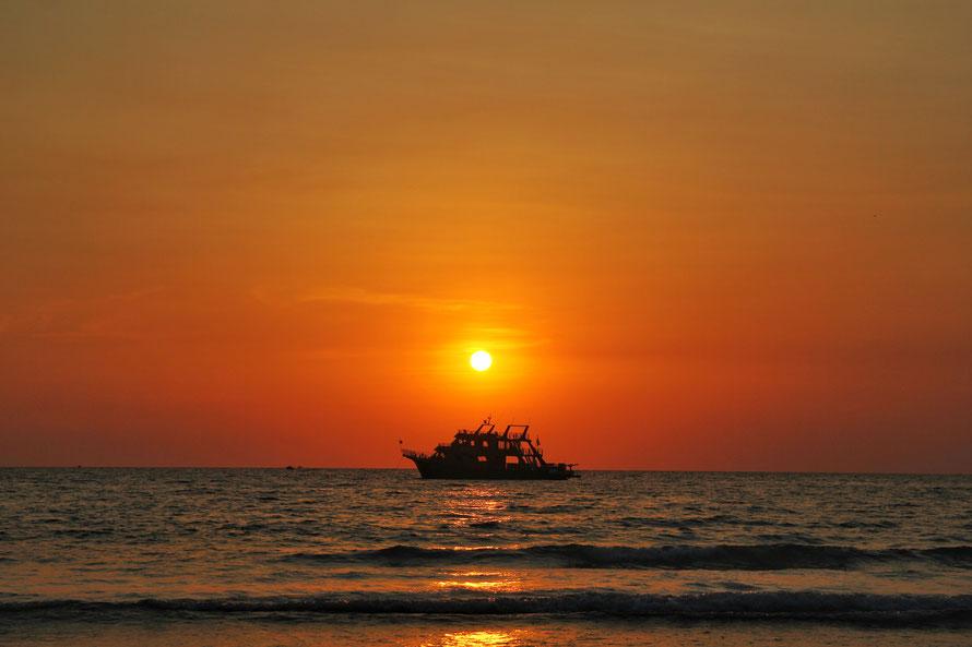So, wie die Sonne jeden Tag auf- und untergeht, so begegnet uns auch das Glück und das Gute im Leben.