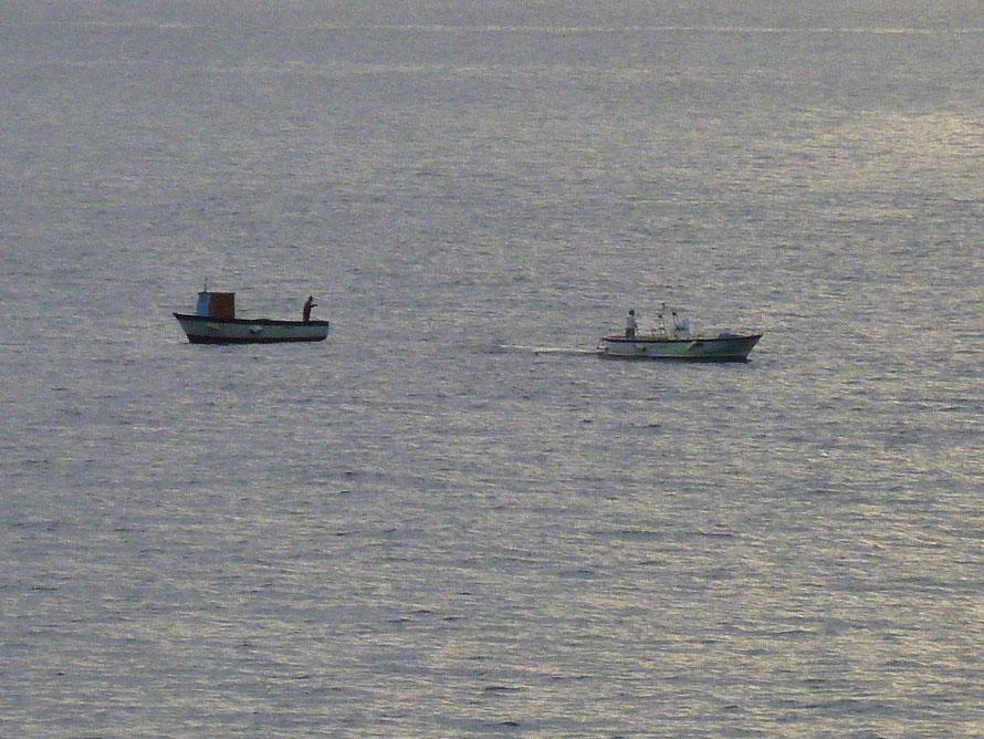 Der Fang für das Abendessen wird noch kurz vor Sonnenuntergang eingeholt