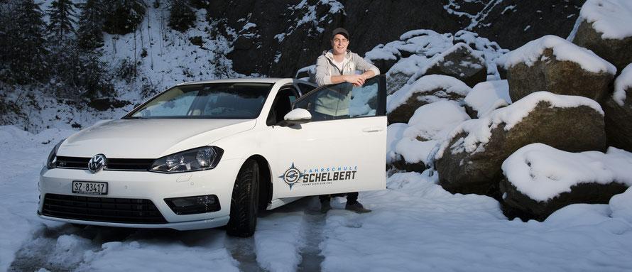 Fahrschule Schelbert mit Luca Schelbert und seinem Auto VW Golf 2.0 TDI R-Line